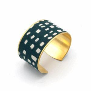 bracelet manchette laiton doré tissu bleu graphique blanc