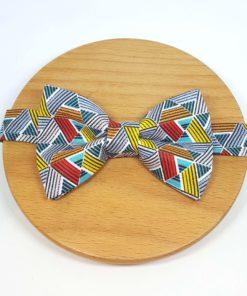 noeud papillon triangle géométrique bleu rouge jaune gris