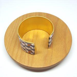 bracelet manchette coton et laiton doré, cube gris, blanc et cuivré